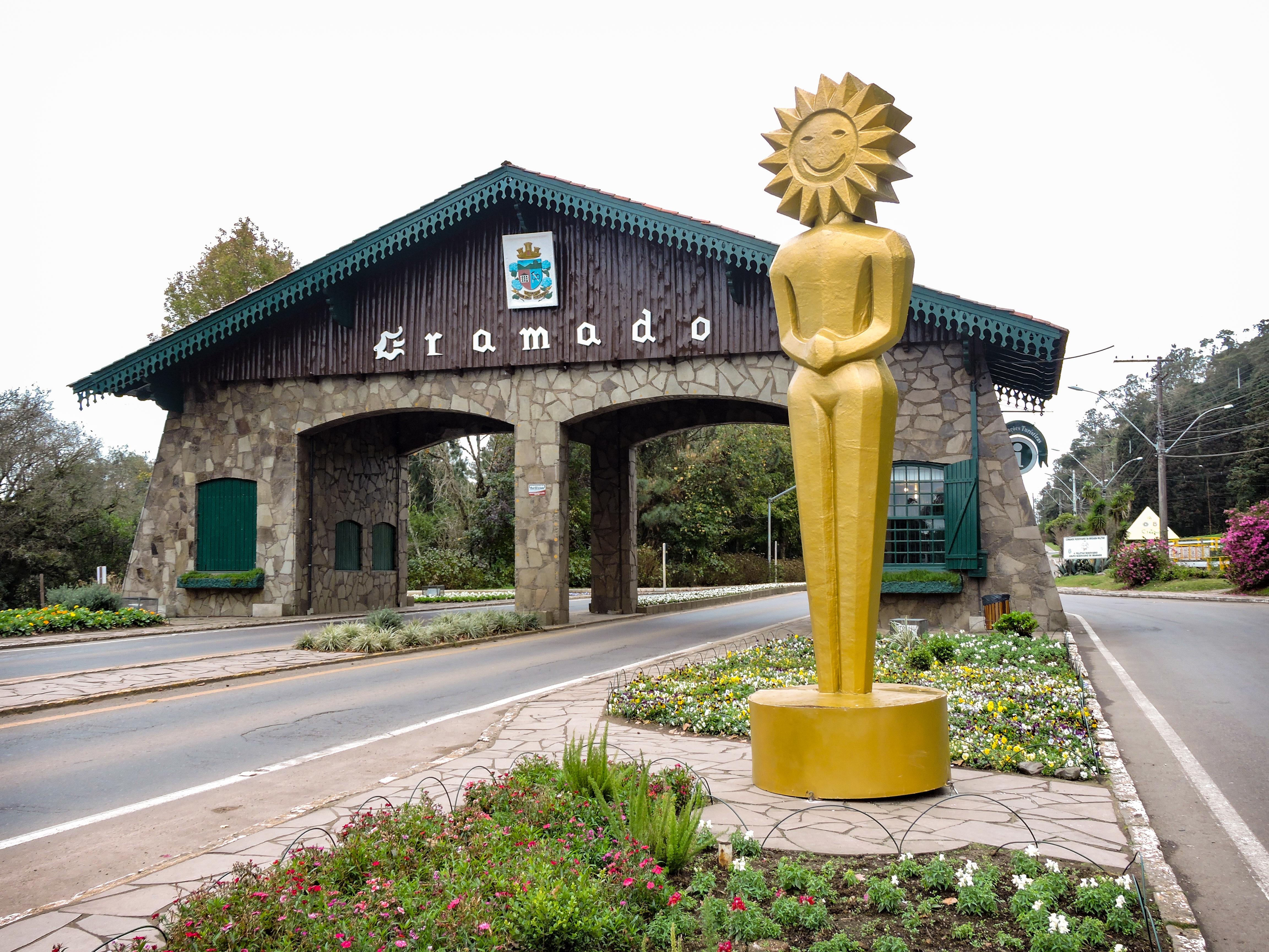 Pórtico Via Nova Petrópolis, com kikito do Festival de Cinema 2019