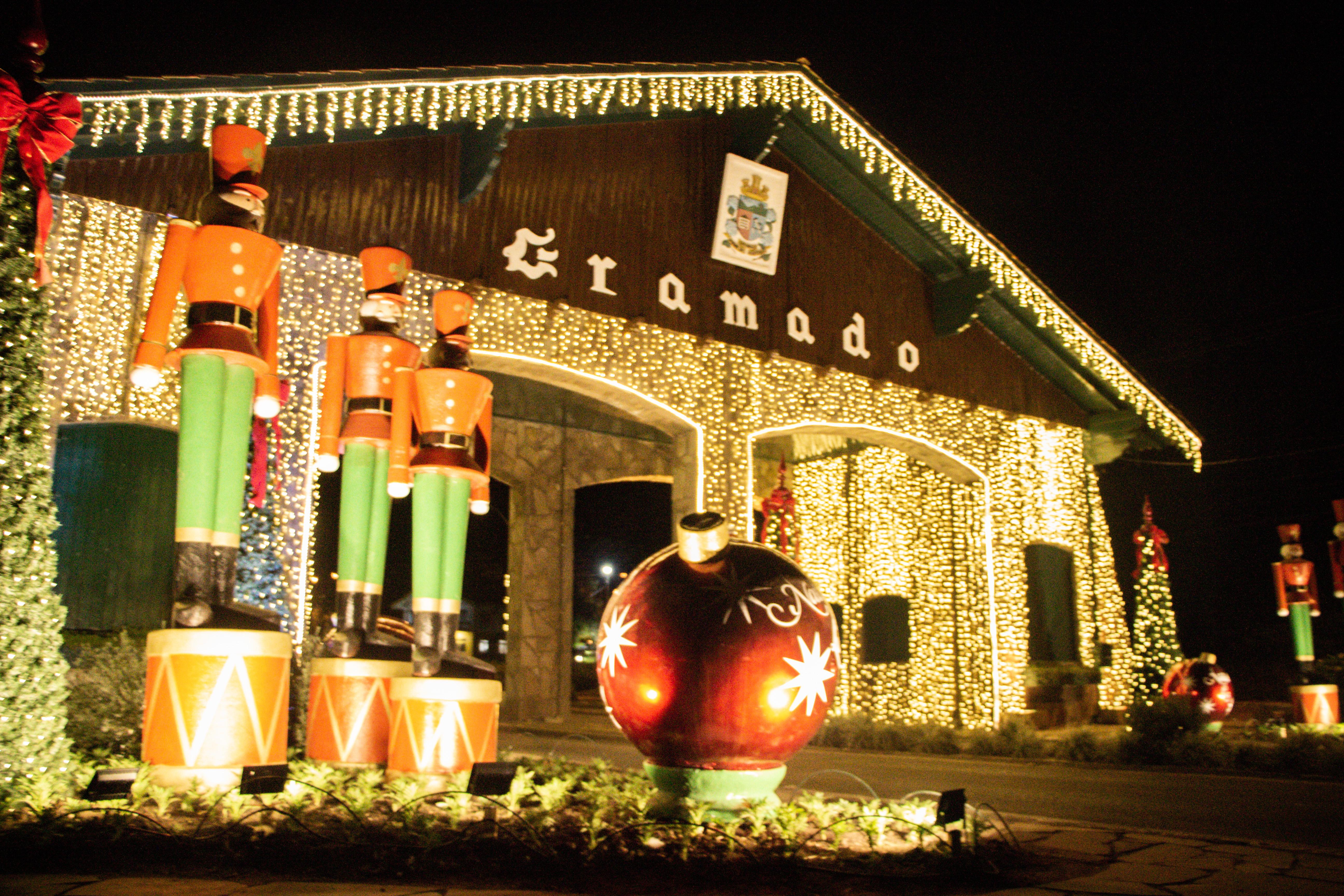Pórtico Gramado Via Nova Petrópolis, com decoração do Natal Luz 2019