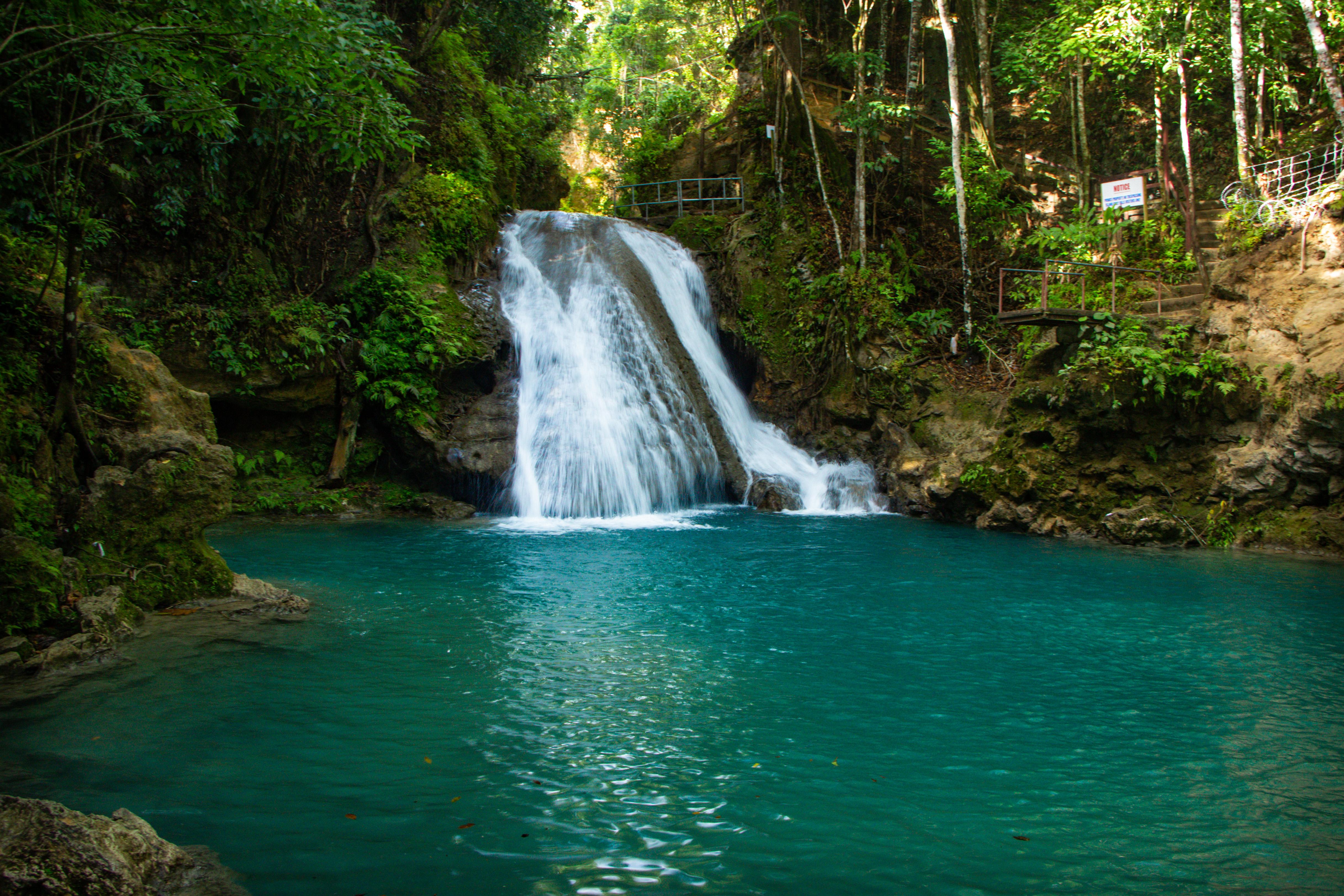 Cool Blue Hole CACHOEIRAS, buraco azul NA JAMAICA