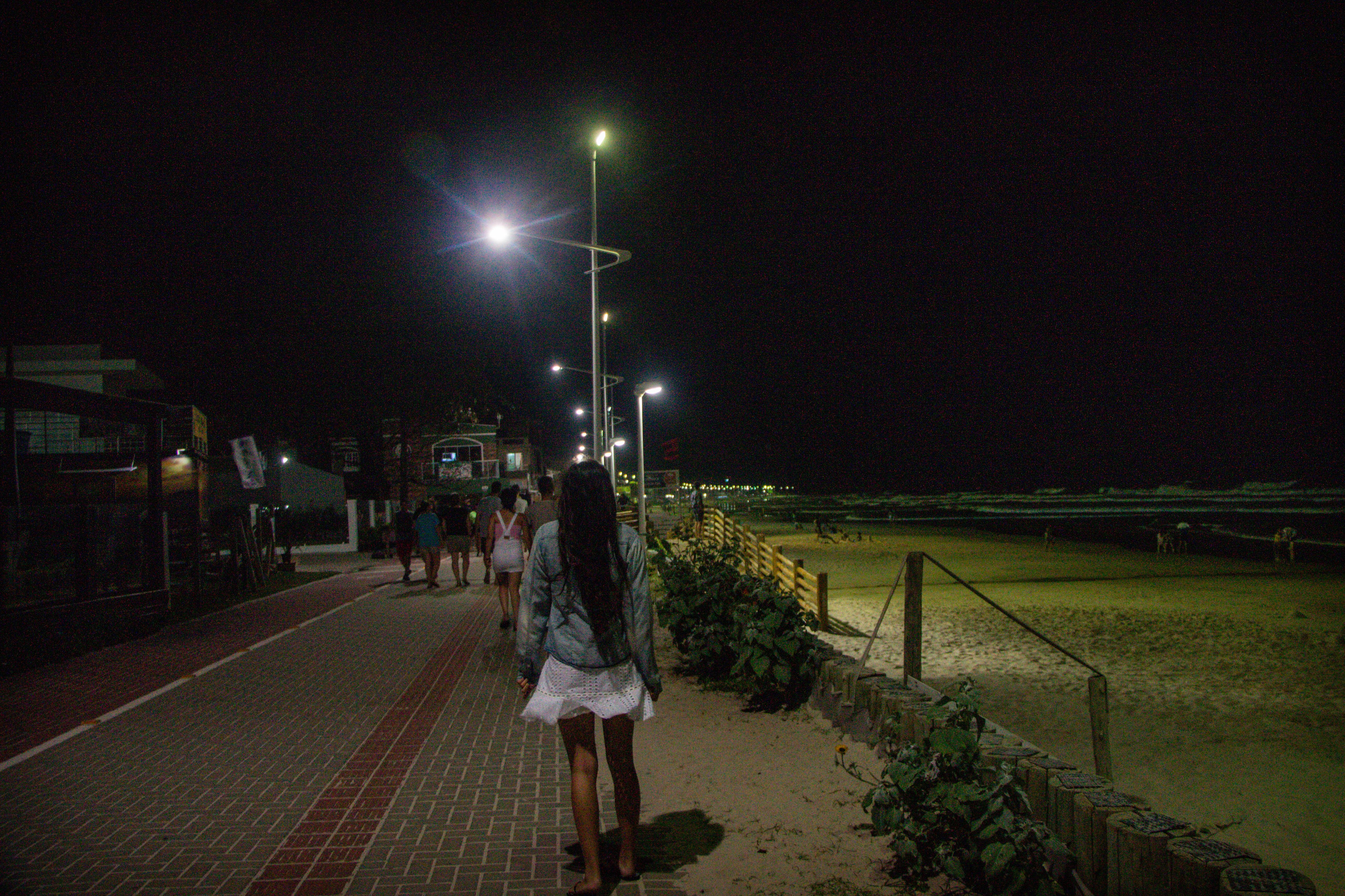 Calçadão da praia de Bombas