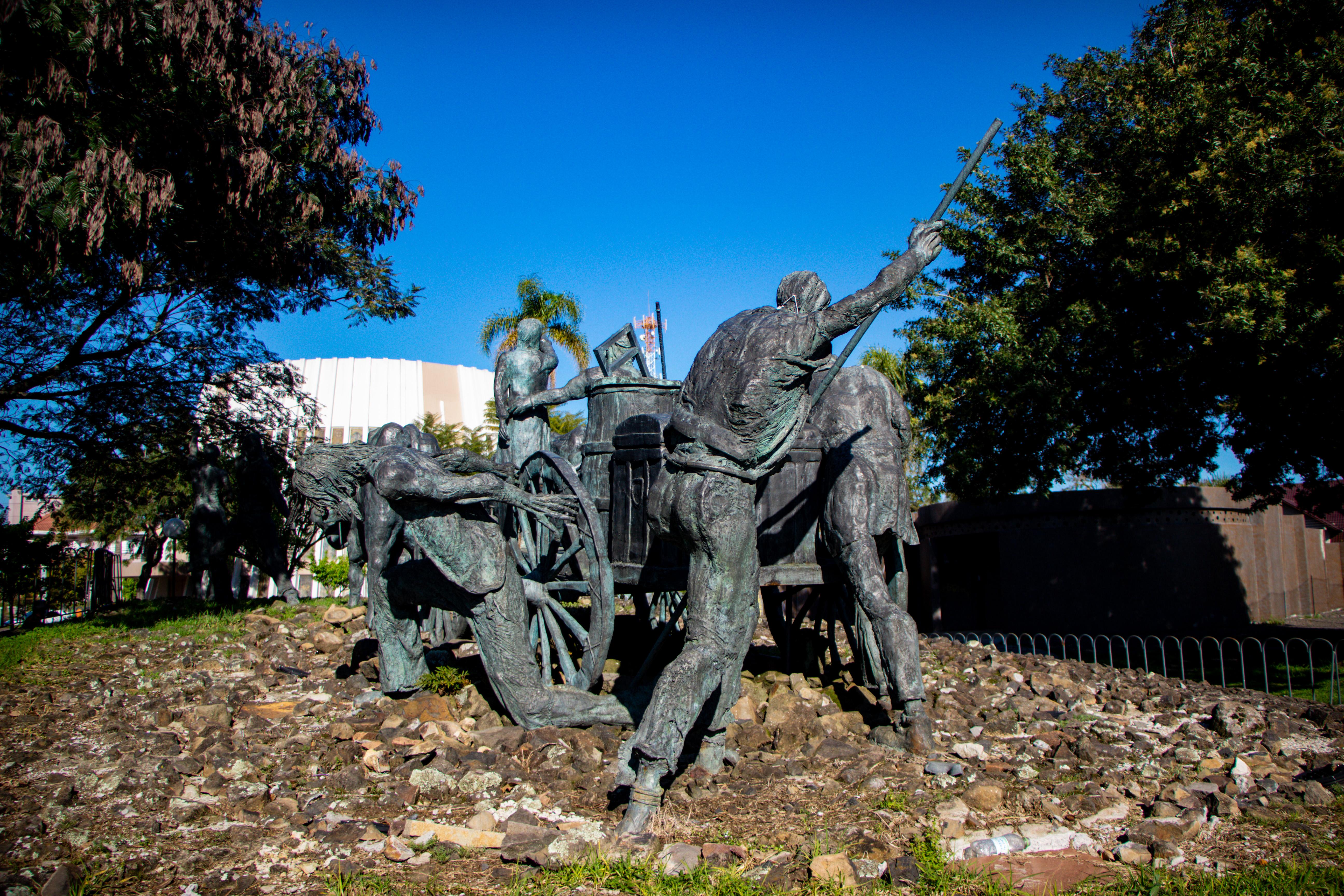Praça Achyles Mincarone monumento ao imigrante bento gonçalves