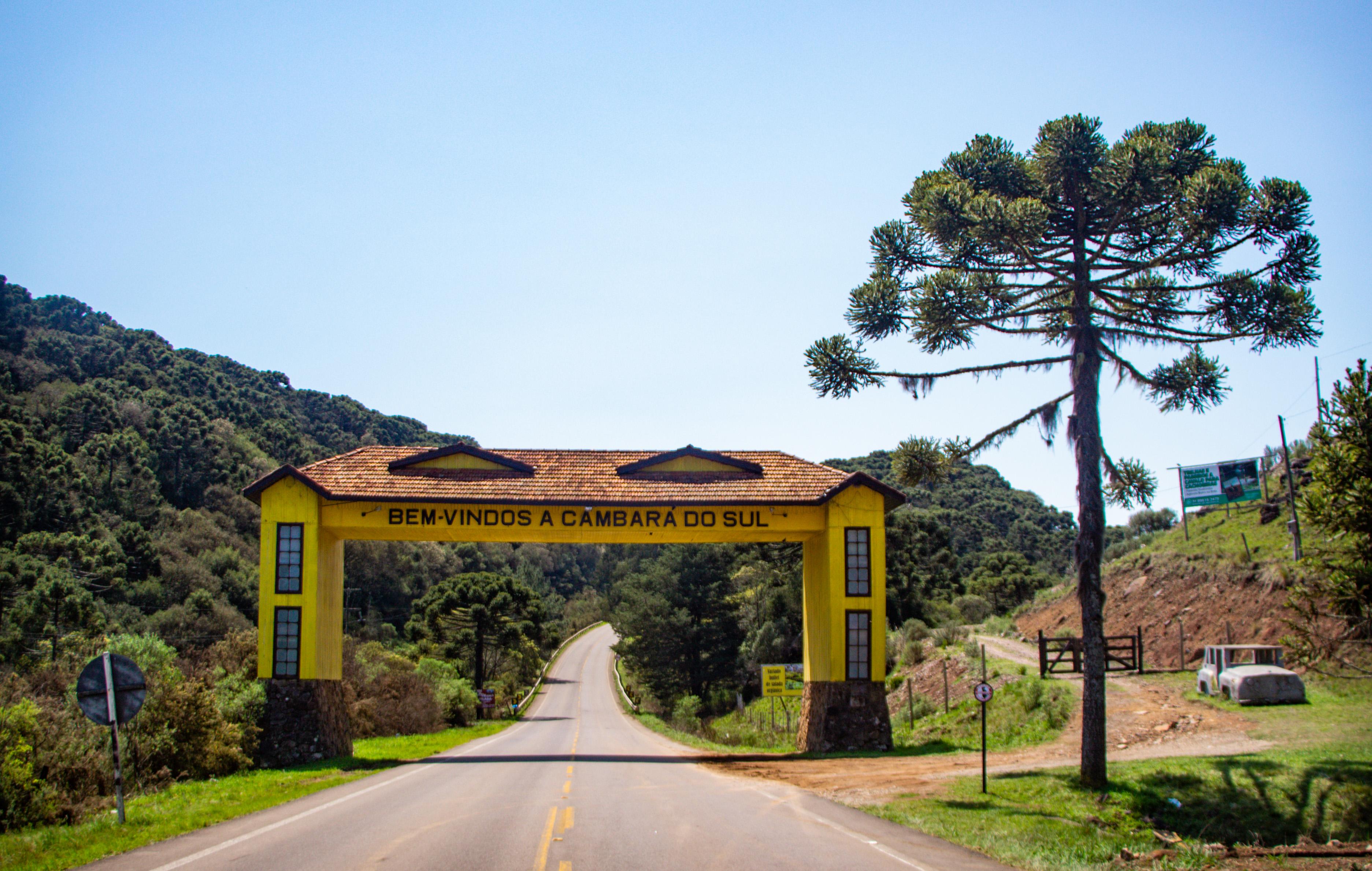 Pórtico de CAMBARÁ ALÉM DOS CÂNIONS, CONHEÇA O CENTRO DA CIDADE do sul