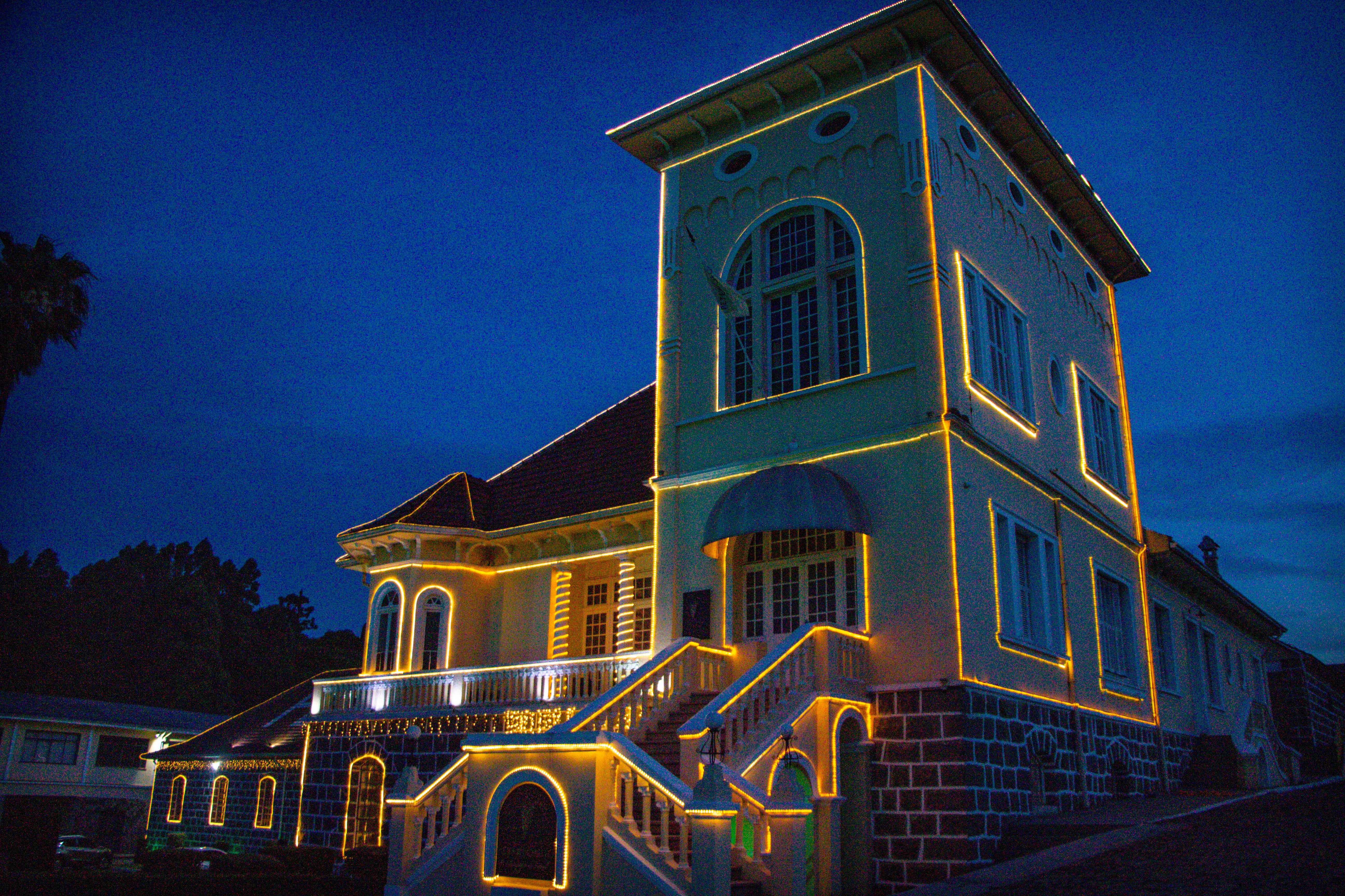 Castelo iluminado da VINÍCOLA PETERLONGO