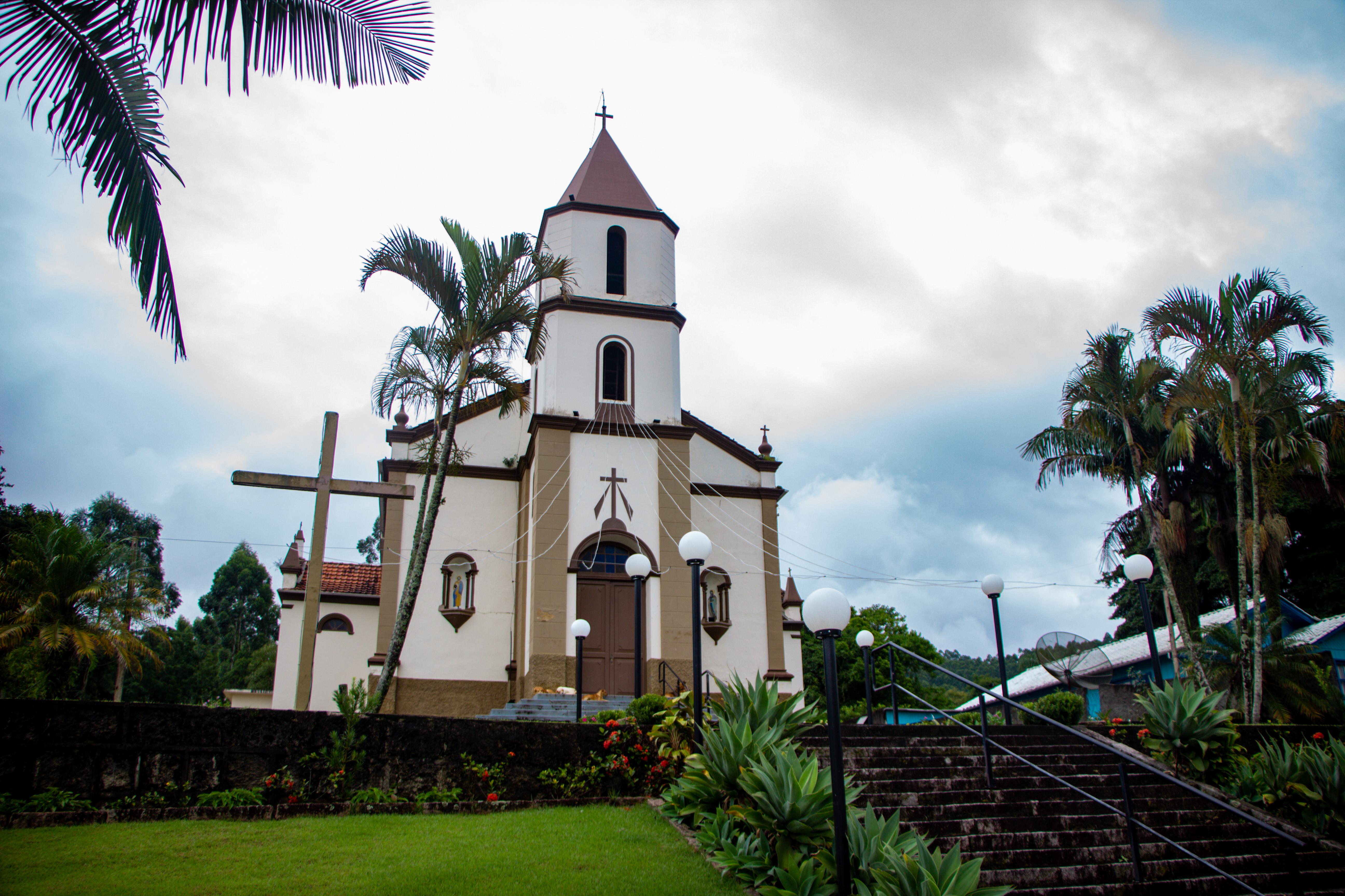 PEDRAS GRANDES, Igreja em Pedrinhas